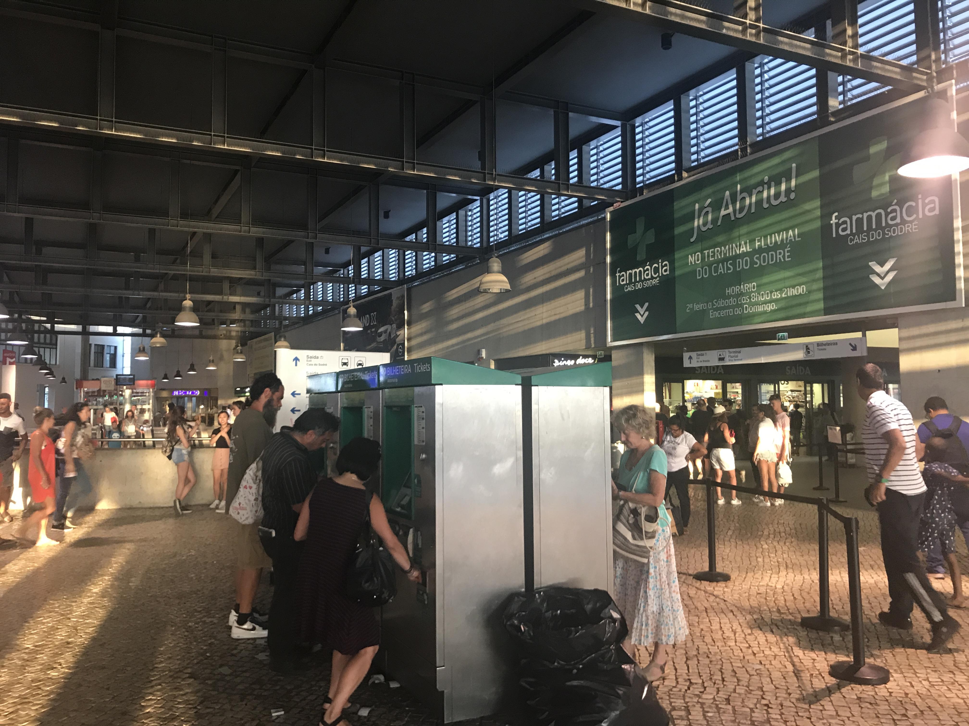 Lissabon: Bahnhof Cais do Sodré
