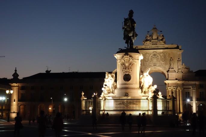 Lissabon: Praça do Comércio (Platz des Hadels) Triumphbogen Rua Augusta, Reiterstatue von König José I.