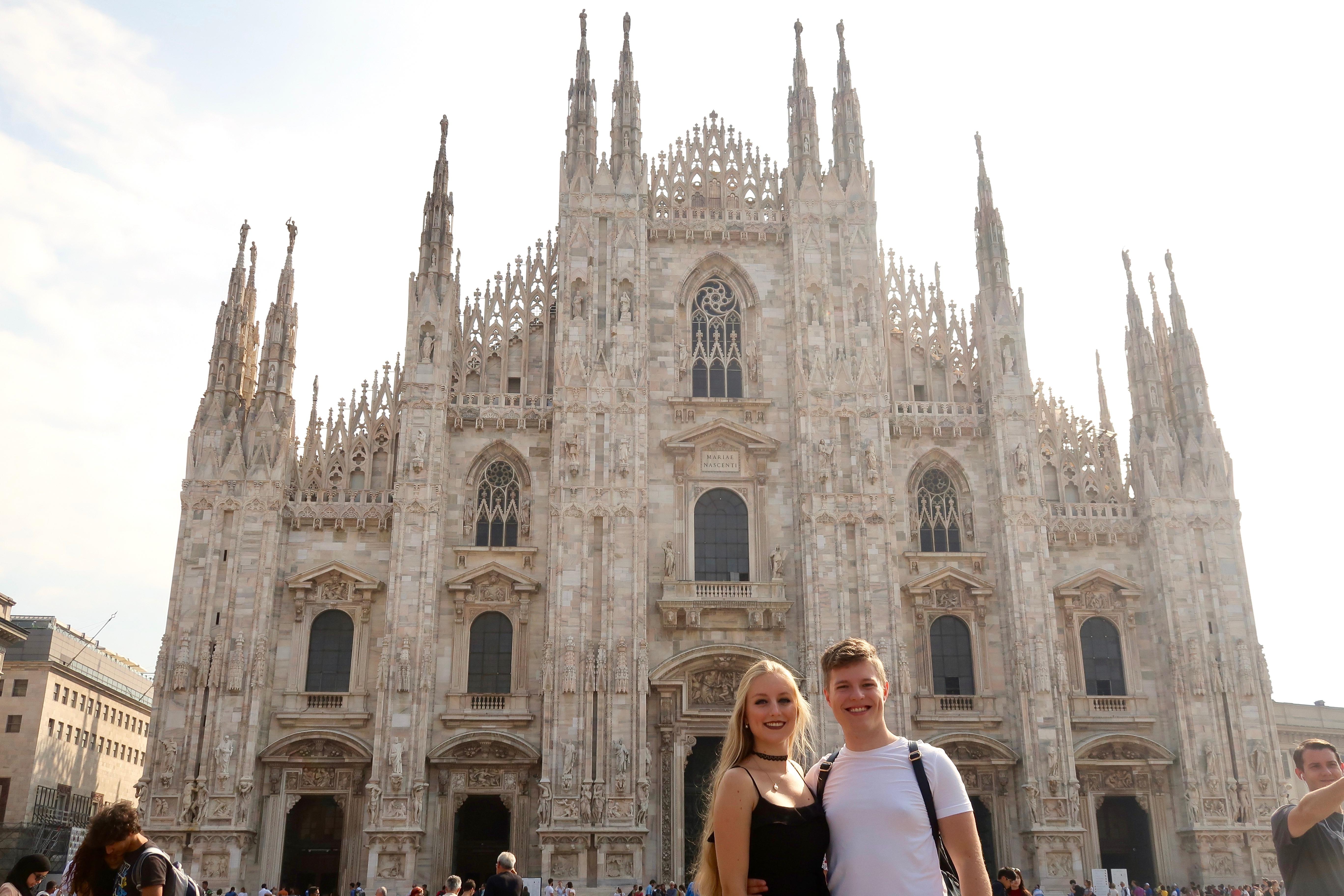 Mailand: vor dem Dom auf dem Domplatz mit Matthias