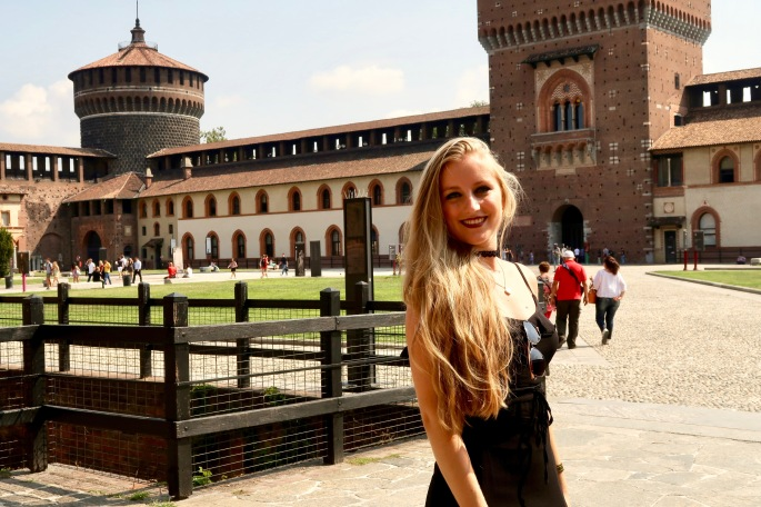 Mailand: der Innenhof vom Castello S'forzesco ist wunderschön und kostenlos zu besichtigen