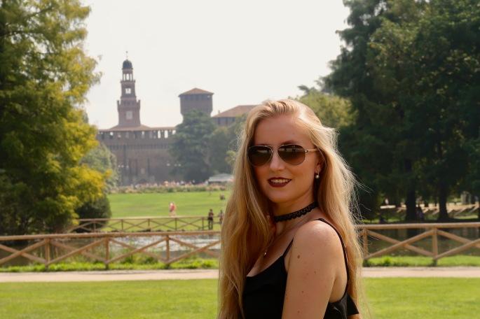 Mailand: auch hinter dem Castello S'forzesco im Park ist es wunderschön, zwar ohne Springbrunnen, dafür aber ein wunderschöner Teich und viele weitere Sehenswürdigkeiten