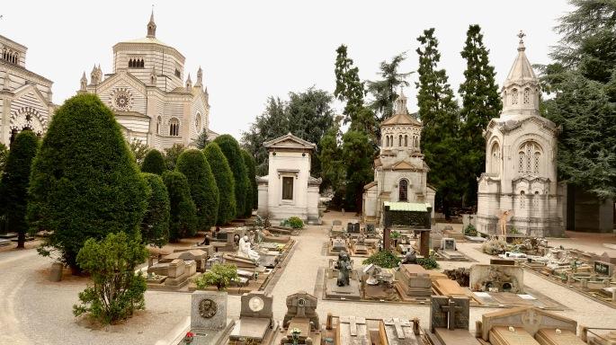 Mailand: Zentralfriedhof (Tempel und Gräber, gestaltet von den besten Künstlern ihrer Zeit - ein Friedhof für die Superreichen)