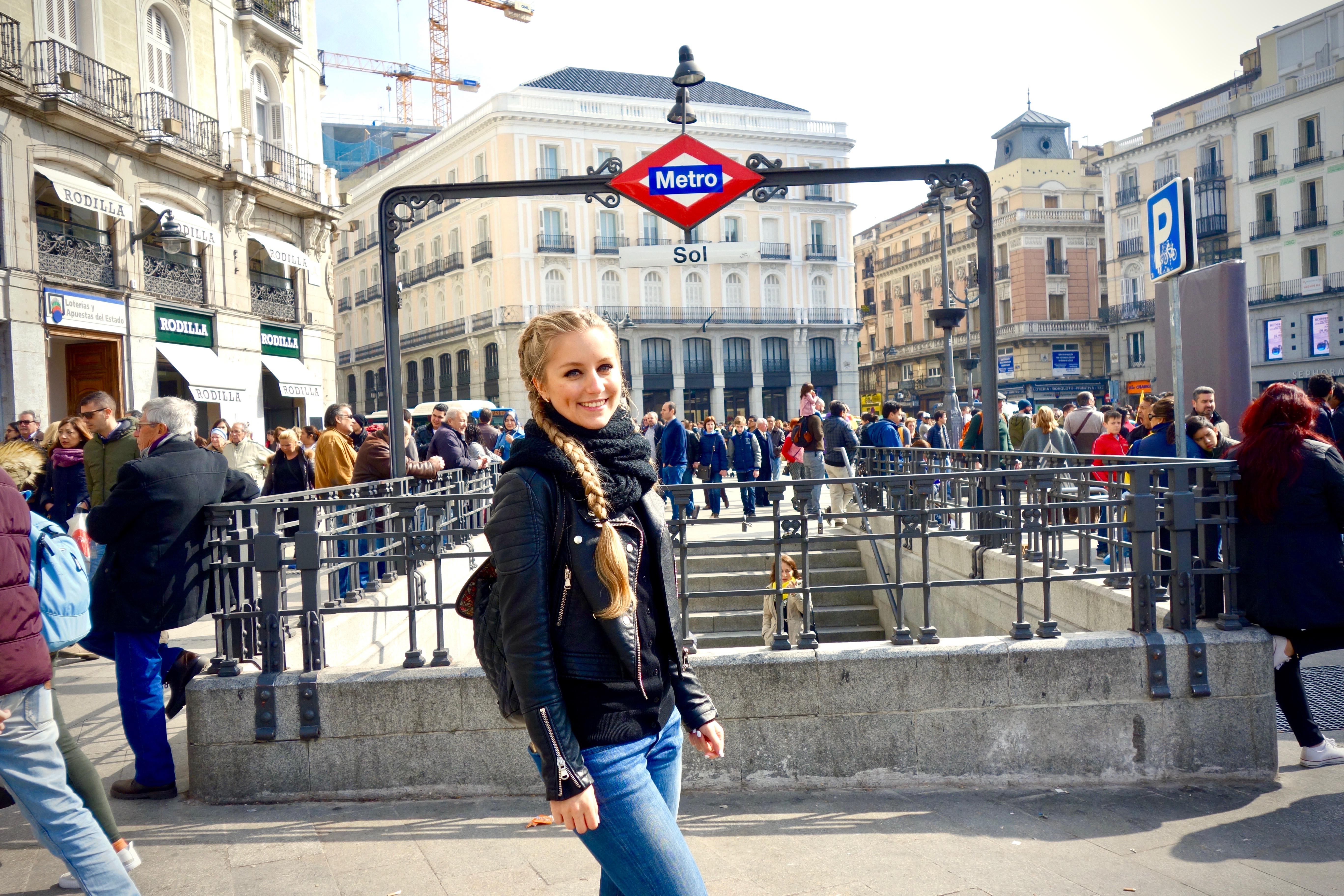 Madrid: Sol, Metrostation (der Platz ist einer der bekanntesten und meistbesuchten Plätze Madrids)