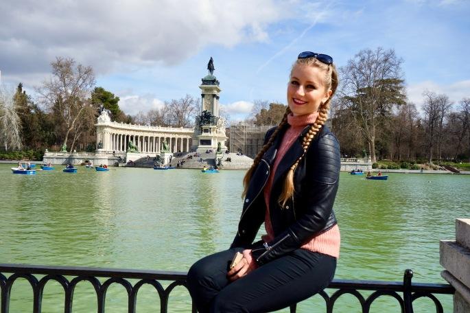 Madrid: Park Retiro (auch ein kleiner See auf dem man mit einem Boot rumfahren kann ist im Park zu finden)