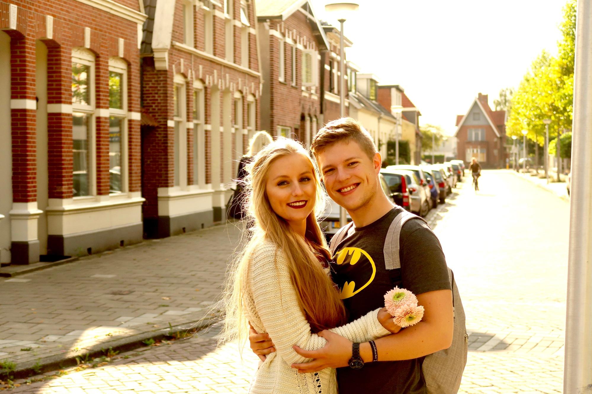 Enschede: für mich sieht eine typisch niederländische Straße genau so aus, in welcher ich mit Matthias auf dem Beitragsbild bin.