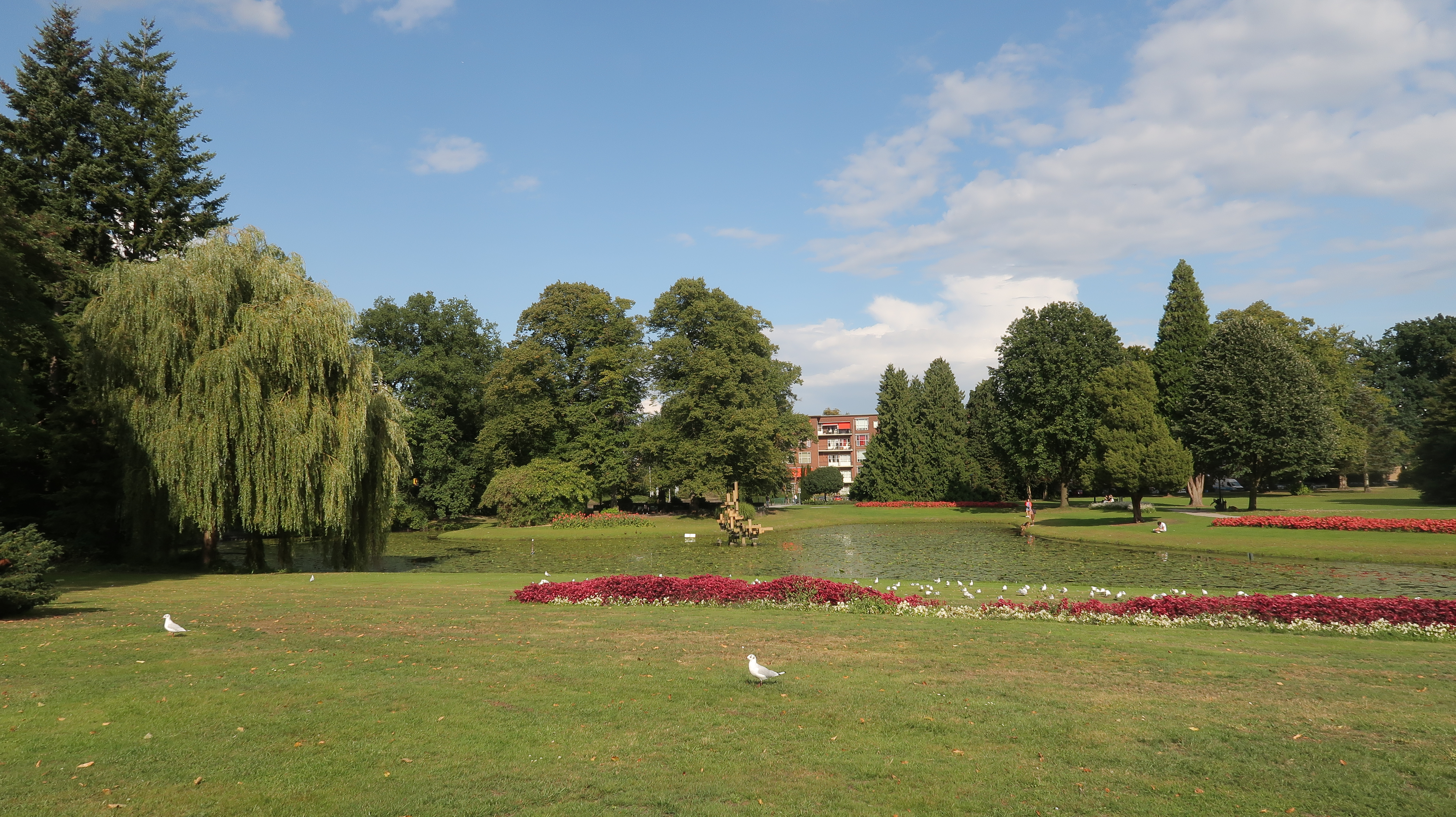 Enschede: der Volkspark von Enschede ist ein sehr guter Ort um sich zu erholen, falls du genug von der Stadt hast, komm hier her.